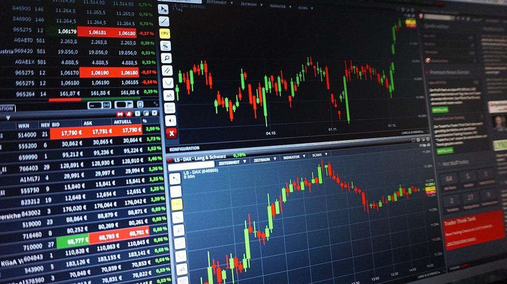 「金融×AI」、資産運用はAIにお任せ?ロボアドバイザーが投資をアドバイス|チャットボットやWeb接客・RPA等のAI・人口知能製品・サービスの比較・検索・資料請求メディア