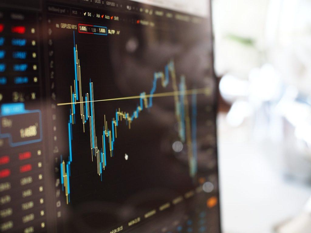 金融×AIは自身で情報収集を行いつつロボアドバイザーを活用|人工知能を搭載した製品・サービスの比較一覧・導入活用事例・資料請求が無料でできるAIポータルメディア
