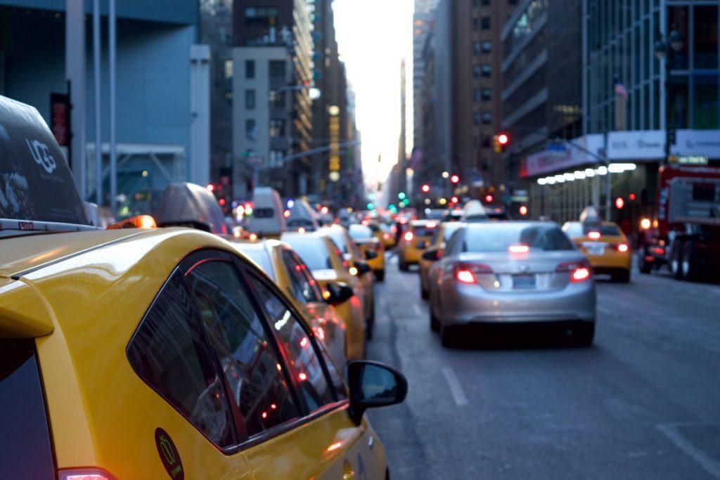 「交通」×AI、空席確認や忘れ物捜索をチャットボットがお助け|チャットボットやWeb接客・RPA等のAI・人口知能製品・サービスの比較・検索・資料請求メディア
