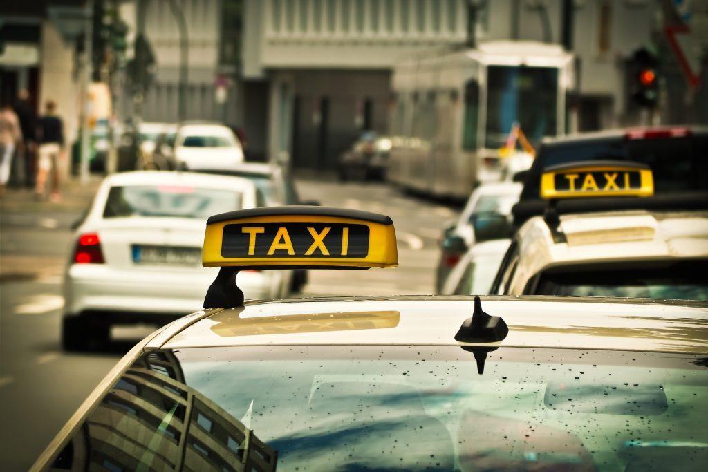 未来のタクシー需要予測をお知らせ:NTTドコモの「AIタクシー」|チャットボットやWeb接客・RPA等のAI・人口知能製品・サービスの比較・検索・資料請求メディア
