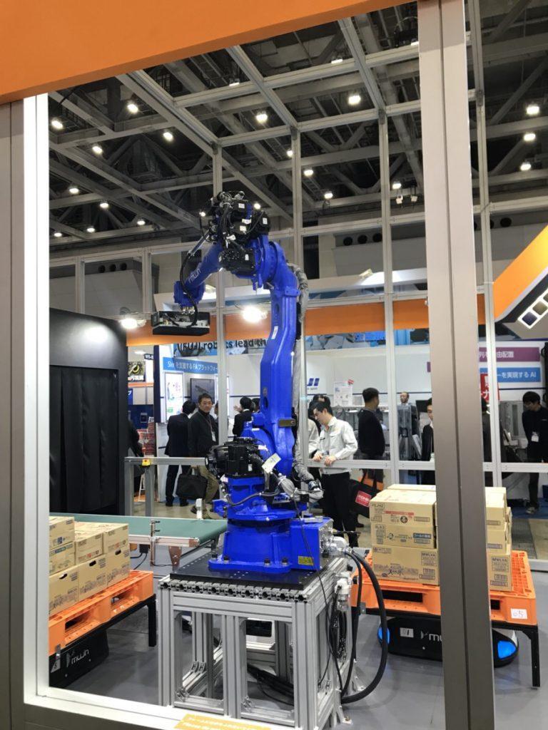 MUJIN社のロボットデパレタイズ|スマート工場・ロボデックス・ウェアラブルEXPO 「人間」と「AI・人工知能・ロボット」が共存する社会へ「AIsmiley展示会レポート」