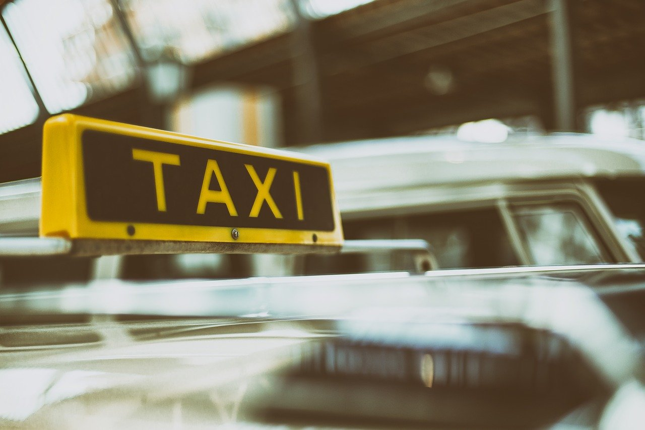 ■タクシー業界でもAIを使った需要予測システムを活用|人工知能を搭載した製品・サービスの比較一覧・導入活用事例・資料請求が無料でできるAIポータルメディア
