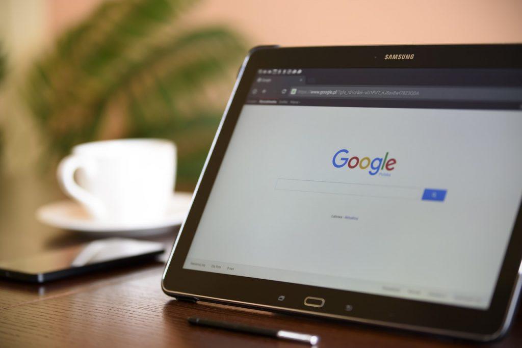 Googleのあいまい検索技術「RankBrain」|人工知能を搭載した製品・サービスの比較一覧・導入活用事例・資料請求が無料でできるAIポータルメディア