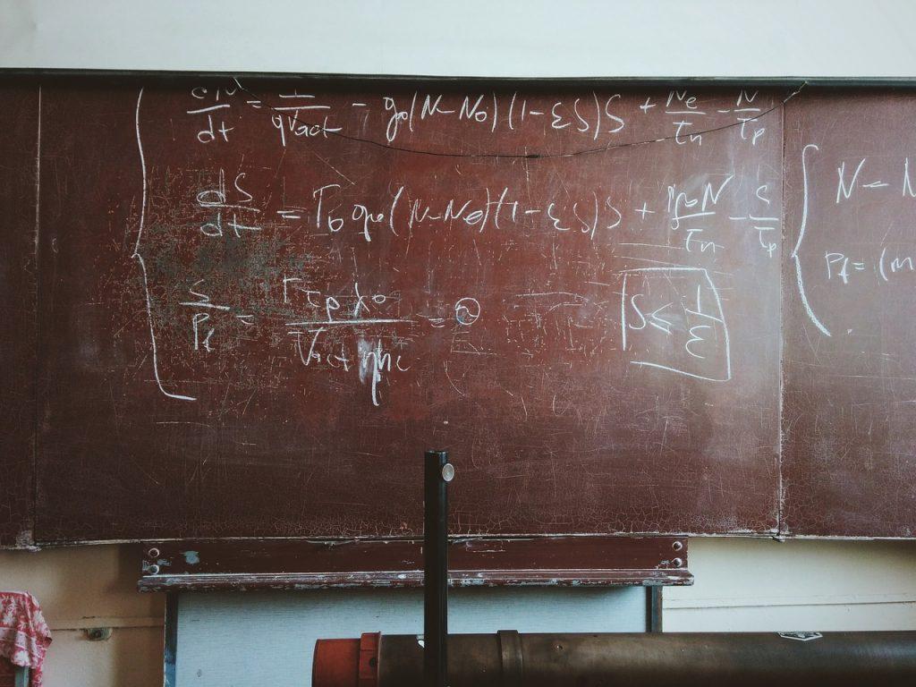 リクルート、黒板の手書き文字も手書き文字認識でデータ化|人工知能を搭載した製品・サービスの比較一覧・導入活用事例・資料請求が無料でできるAIポータルメディア