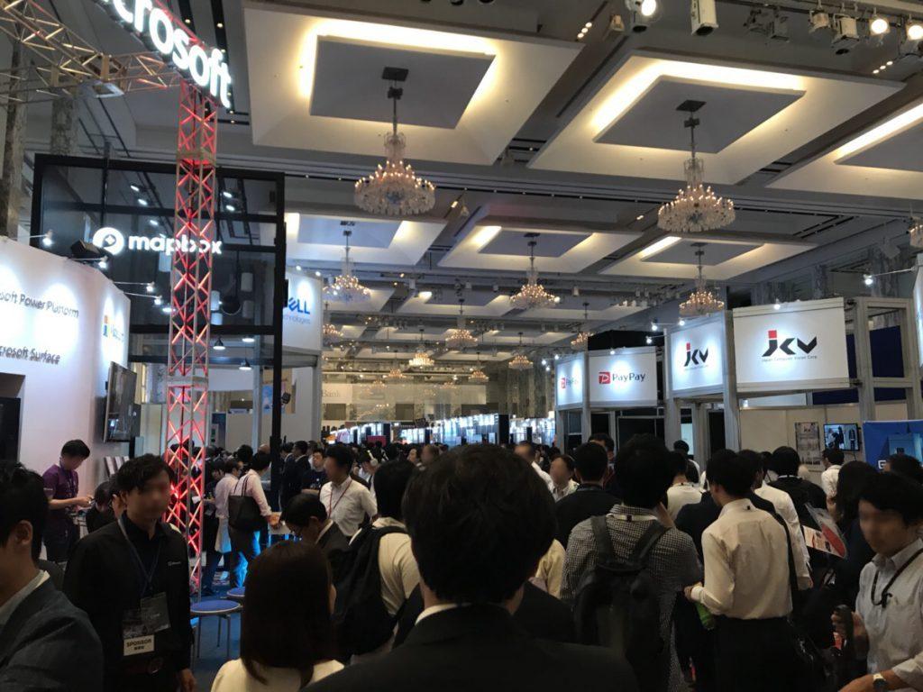 SoftBank World 2019展示会場の様子|人工知能を搭載した製品・サービスの比較一覧・導入活用事例・資料請求が無料でできるAIポータルメディア
