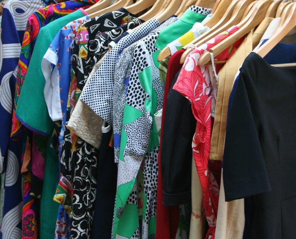 「服を買う」という行為から得られる膨大な情報を需要予測に活用|人工知能を搭載した製品・サービスの比較一覧・導入活用事例・資料請求が無料でできるAIポータルメディア
