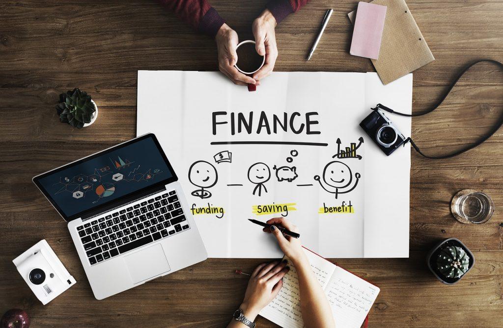 金融業界でのチャットボット活用が加速中、新たなコミュニケーションツールに|人工知能を搭載した製品・サービスの比較一覧・導入活用事例・資料請求が無料でできるAIポータルメディア