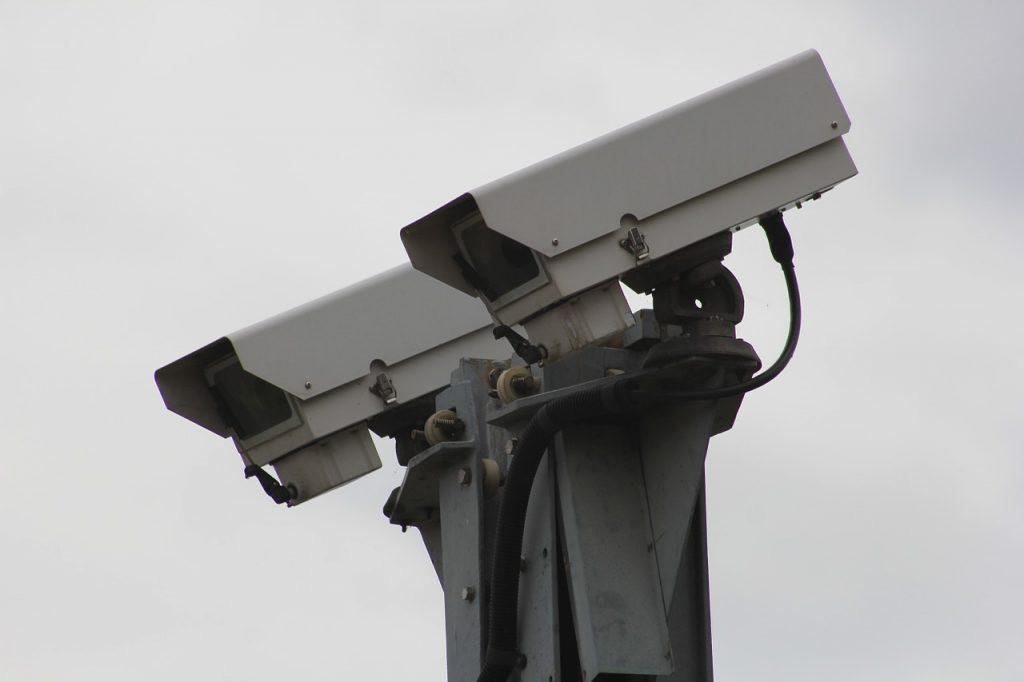 防犯カメラAI|人工知能を搭載した製品・サービスの比較一覧・導入活用事例・資料請求が無料でできるAIポータルメディア