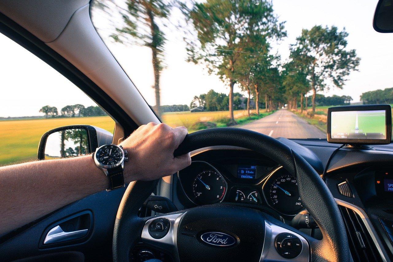 ■自動車におけるAIの活用事例① 自動運転|人工知能を搭載した製品・サービスの比較一覧・導入活用事例・資料請求が無料でできるAIポータルメディア