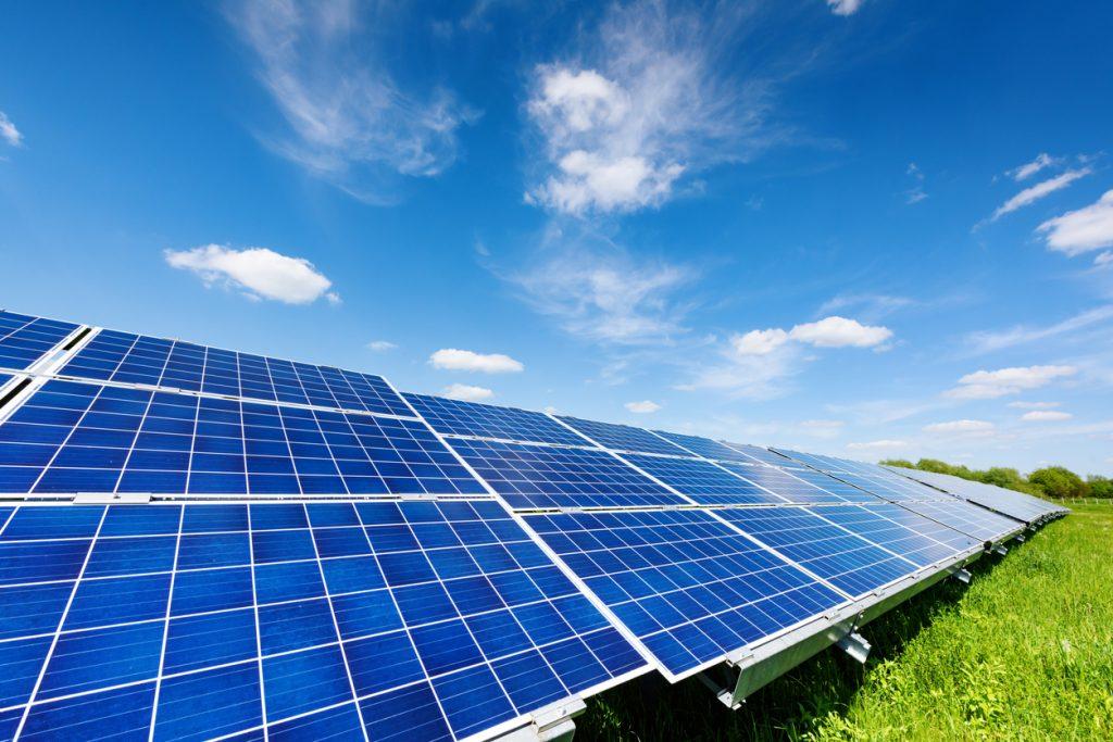 コスト削減に貢献!太陽光発電におけるAI・人工知能の活用例とは|人工知能を搭載した製品・サービスの比較一覧・導入活用事例・資料請求が無料でできるAIポータルメディア