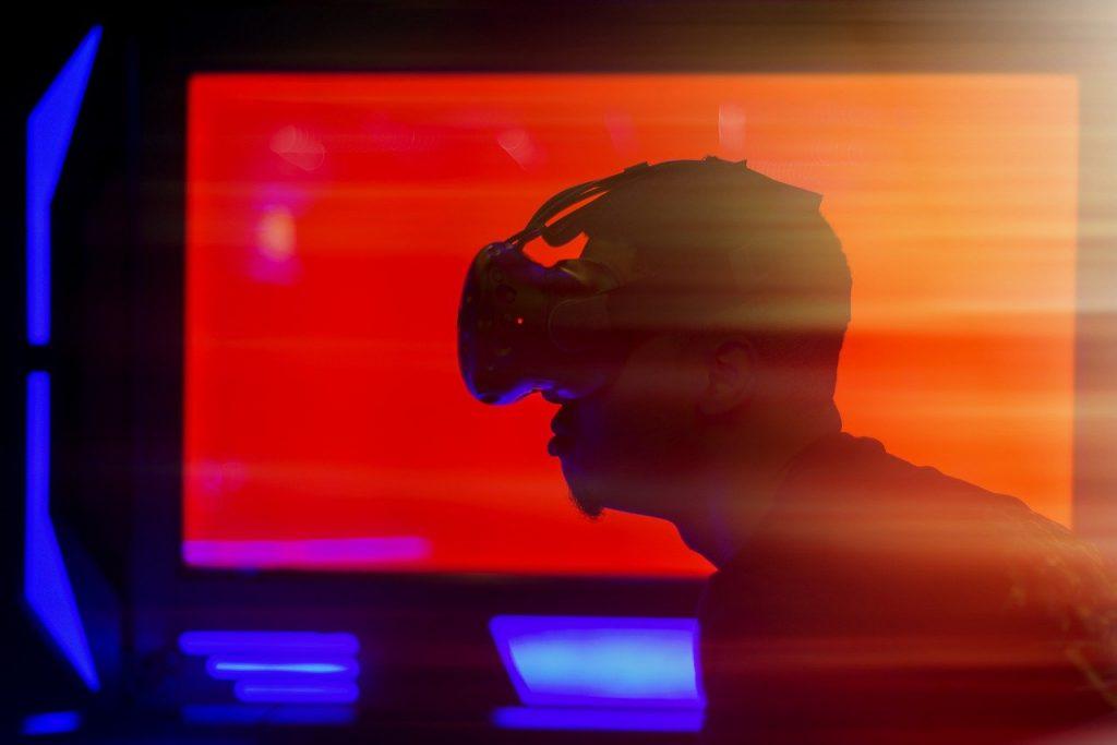 AI・人工知能とVR(仮想現実)の組み合わせで広がる可能性とは?|人工知能を搭載した製品・サービスの比較一覧・導入活用事例・資料請求が無料でできるAIポータルメディア