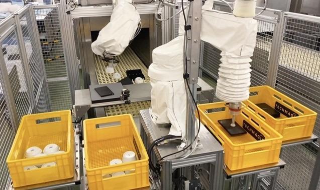 ANAC羽田工場内のコンベア式洗浄機に設置されたfinibo②